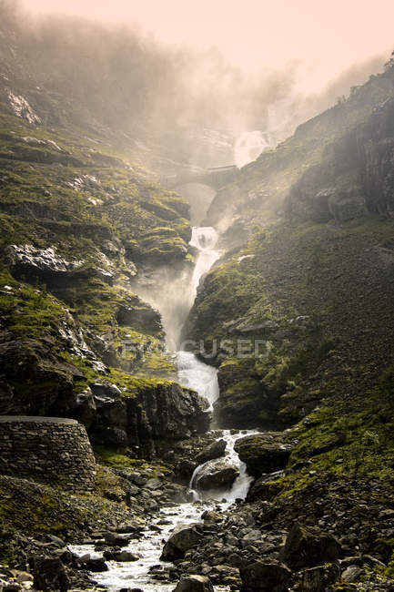 Majestic steam in mountain creek, tranquil scene — Stock Photo