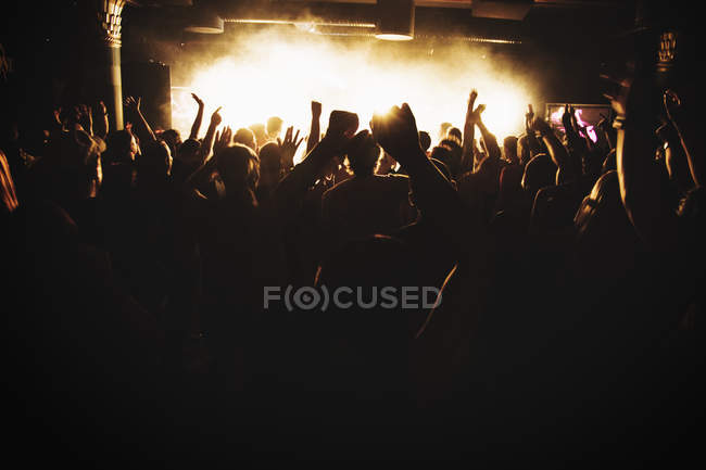 Silhouettes of people dancing at concert, selective focus — Stock Photo