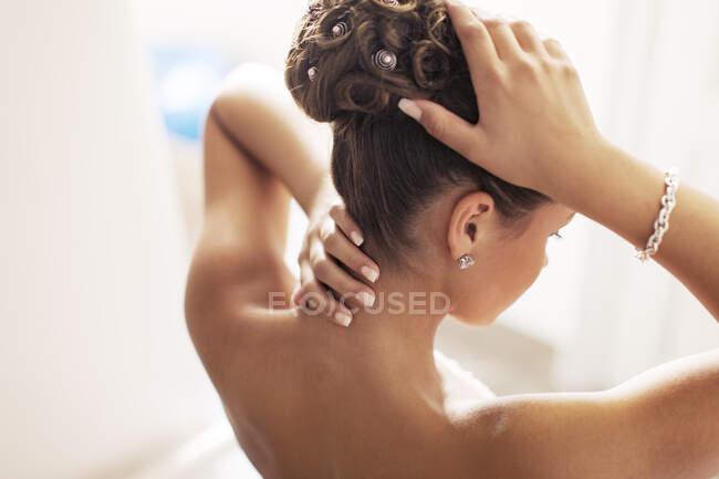 Frisur für junge Frau, Hochblick, Rückansicht — Stockfoto