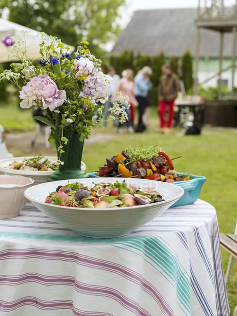 Essen für Mittsommerfeste zubereitet — Stockfoto