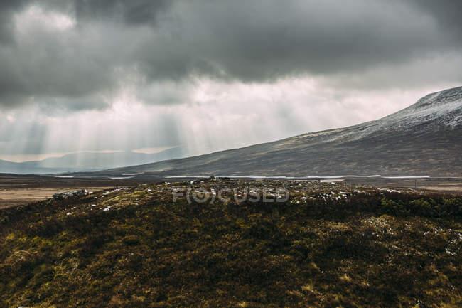 Gewitterwolken über Berglandschaft, Königreich Schweden — Stockfoto