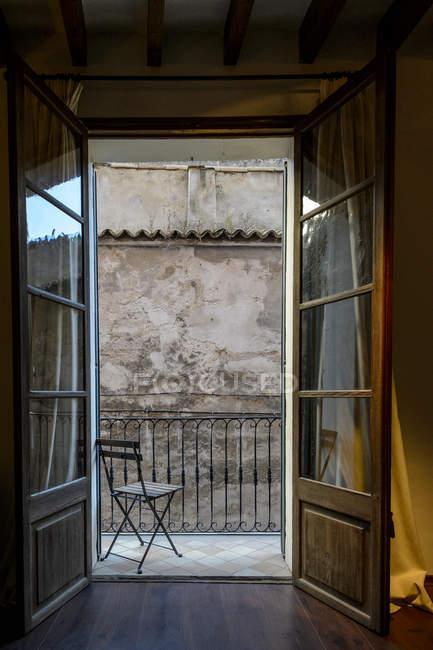 Stuhl auf Balkon in Palma, Spanien — Stockfoto