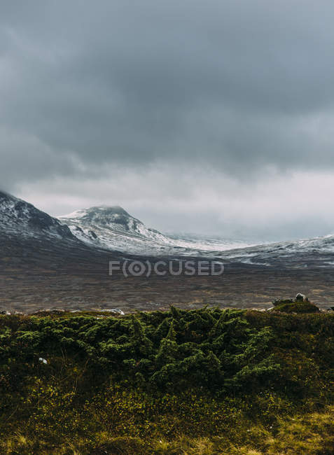 Landscape with snowcapped mountains and overcast sky — Stock Photo