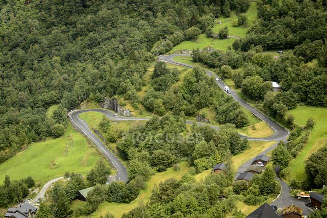 Vista elevada da estrada sinuosa em Trollstigen — Fotografia de Stock