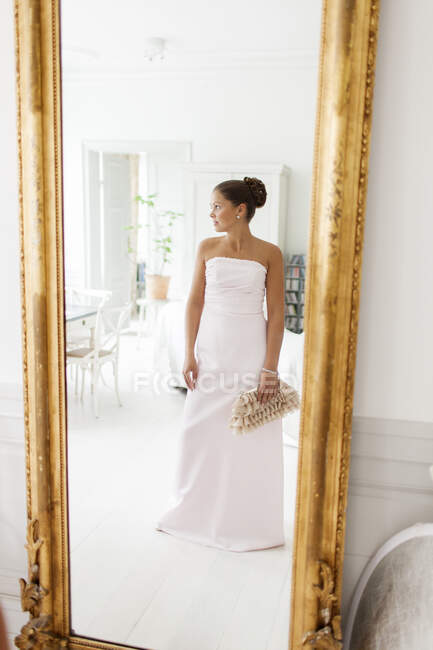 Reflection of young bride in mirror — Stock Photo