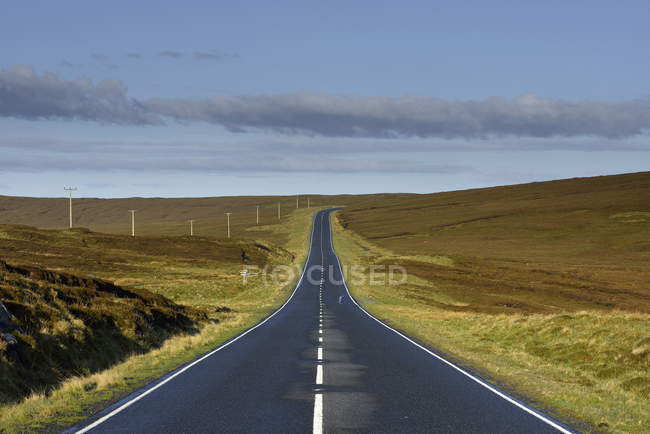 Road in grass landscape, rural scene — Stock Photo