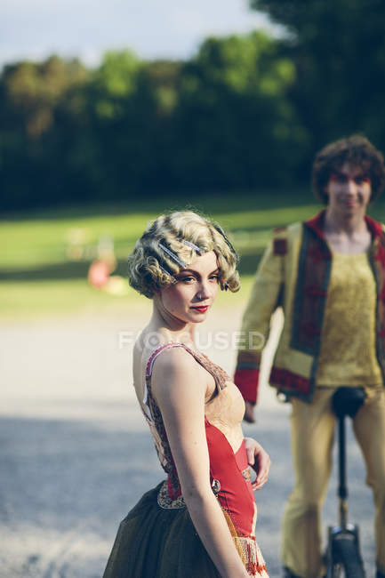 Two street circus performers in park — Stock Photo
