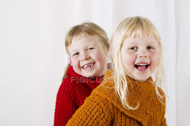 Portrait of smiling sisters, focus on foreground — Stock Photo