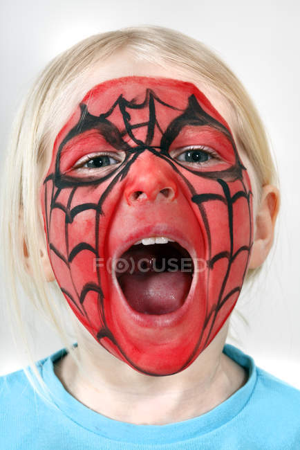Mädchen mit Kinderschminke, selektiver Fokus — Stockfoto