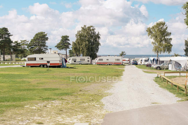 Scenic view of motor homes at camping — Stock Photo