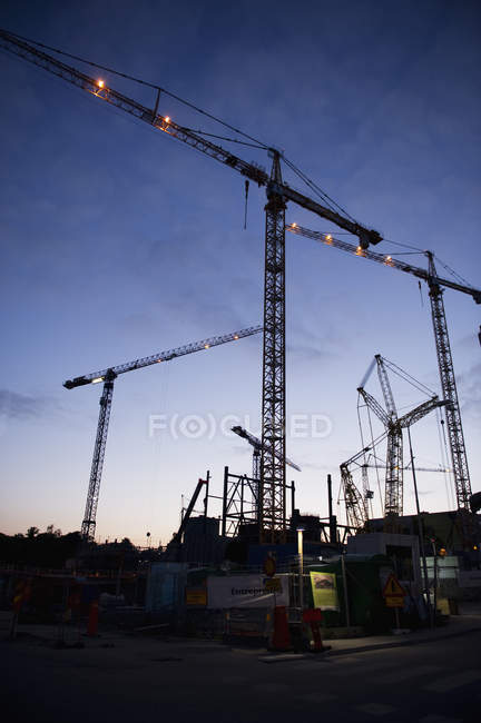 Low angle view of construction site at dusk — Stock Photo