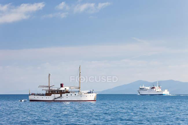 Zwei Boote im Mittelmeer, Italien — Stockfoto