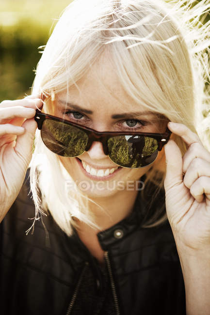 Woman with blonde hair smiling and looking at camera — Stock Photo