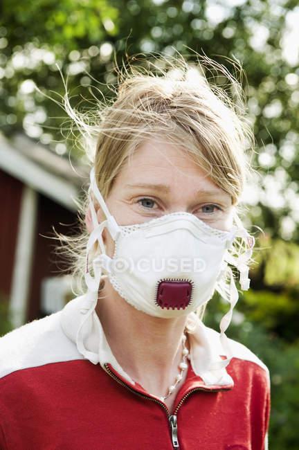 Porträt eines Bauern mit Schutzmaske — Stockfoto