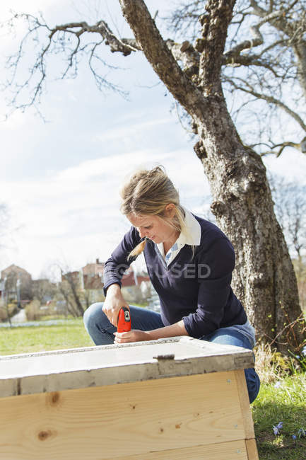 Woman working outdoors, focus on foreground — Stock Photo