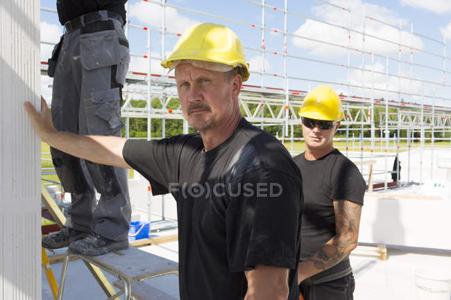 Two workers at construction site, selective focus — стокове фото