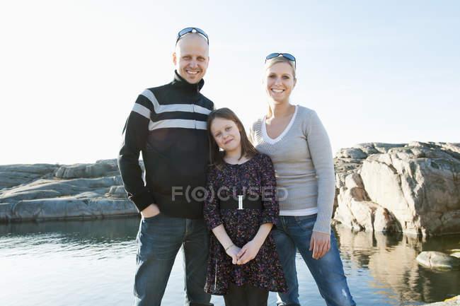Família feliz ao ar livre, foco em primeiro plano — Fotografia de Stock