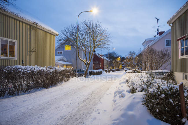Houses alongside street in residential district at winter — Stock Photo