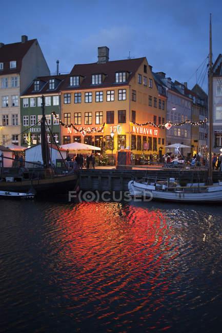 Scenic view of Nyhavn harbor district at night in Copenhagen, Denmark — Stock Photo