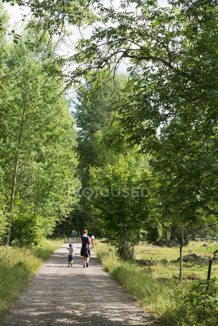 Family walking along rural road in Smaland, Sweden — Stock Photo