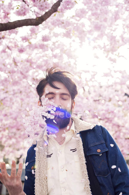 Young man throwing petals, selective focus — Fotografia de Stock