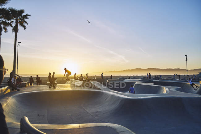 Skatepark during sunset in Venice Beach, USA — Stock Photo