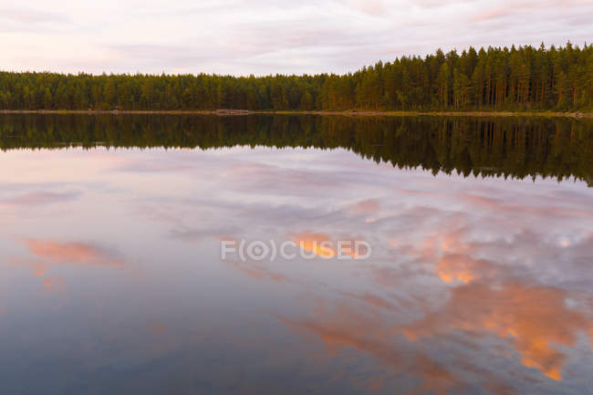 Scenic view of sunset over Lake Skiren, Sweden — Stock Photo