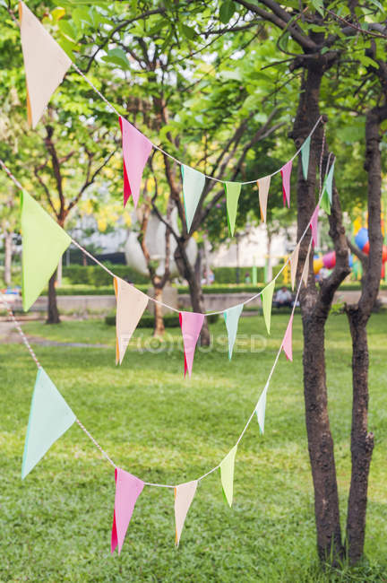 Bunting in park for birthday party, soft focus background — Stock Photo