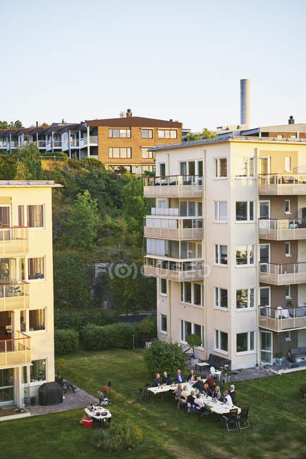 Picnic by apartment buildings in Nacka, Sweden — Stock Photo