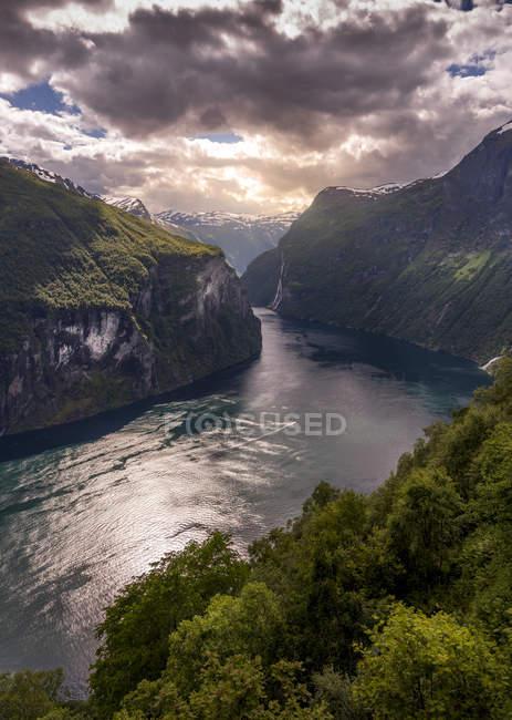 Vista cénico do Fjord em Geiranger, Noruega — Fotografia de Stock