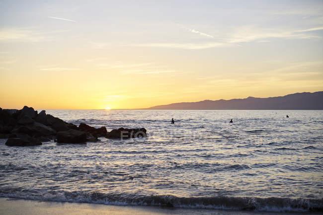 Malerischer Blick auf Venedig Strand bei Sonnenuntergang in Kalifornien, USA — Stockfoto