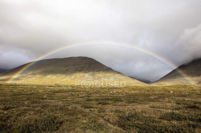 Vista panoramica dell'arcobaleno a Norrbotten, Svezia — Foto stock