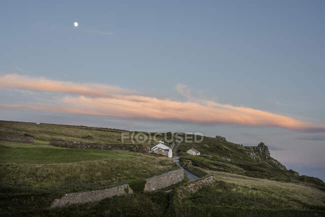 Stone walls and cottage in rural Cornwall, England — Stock Photo