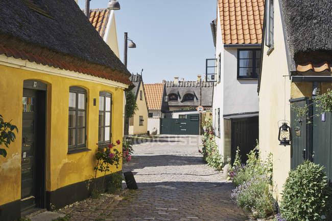 Houses on cobblestone street in Dragor, Denmark — Stock Photo