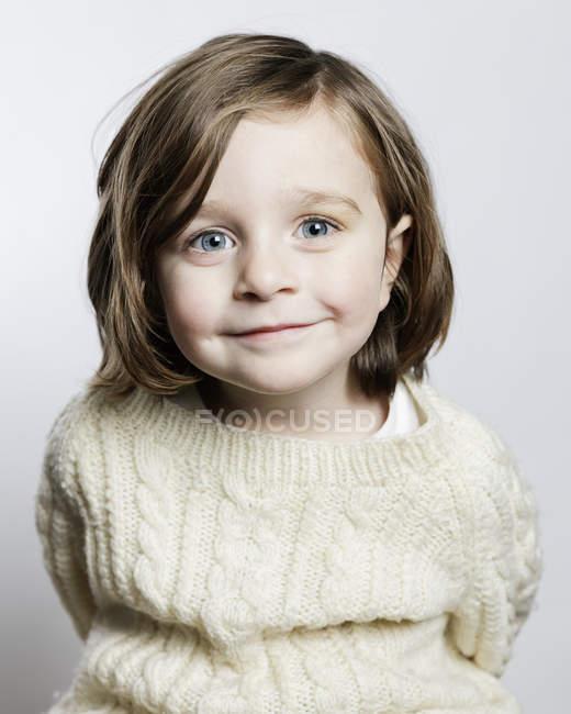 Retrato de menina sorrindo, foco seletivo — Fotografia de Stock