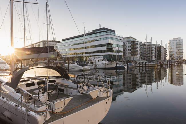Marina en Malmo, Suecia al amanecer - foto de stock