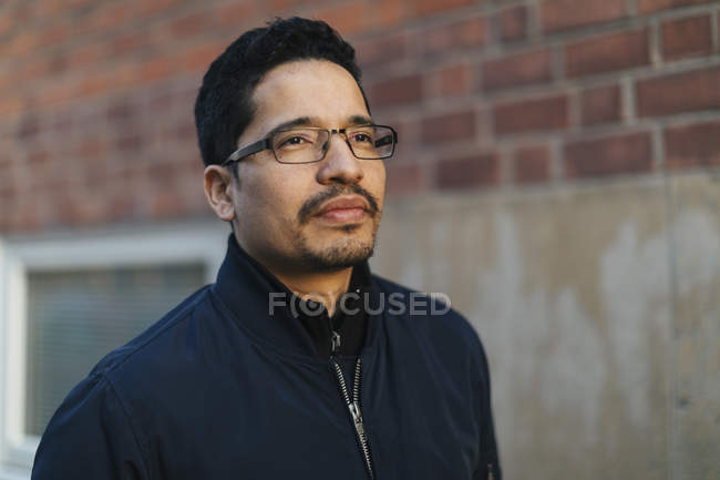 Portrait of mid adult man wearing glasses — Stock Photo