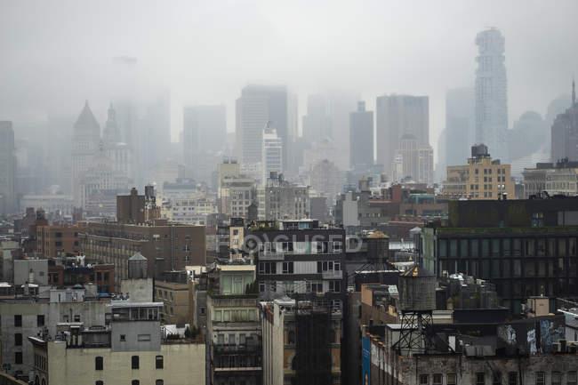 Foggy skyline em Manhattan, Nova Iorque — Fotografia de Stock