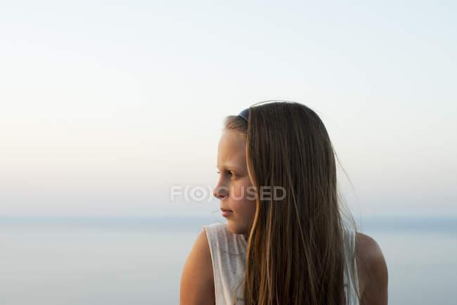 Дівчинка на морі, вибіркова увага — стокове фото