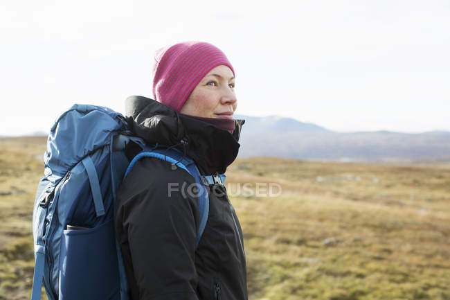 Woman hiking in field, selective focus — Stock Photo