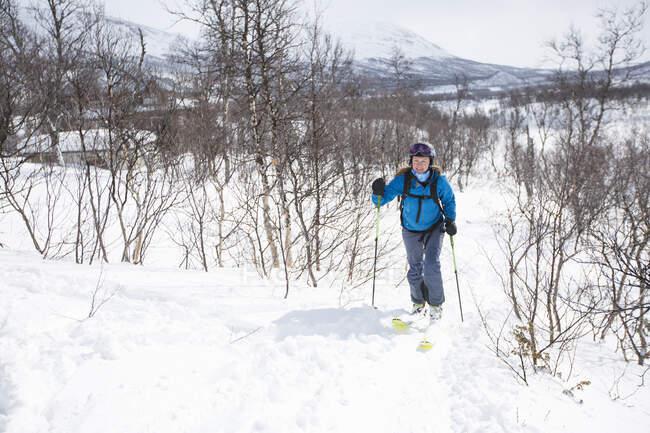 Ski de fond féminin d'hiver — Photo de stock