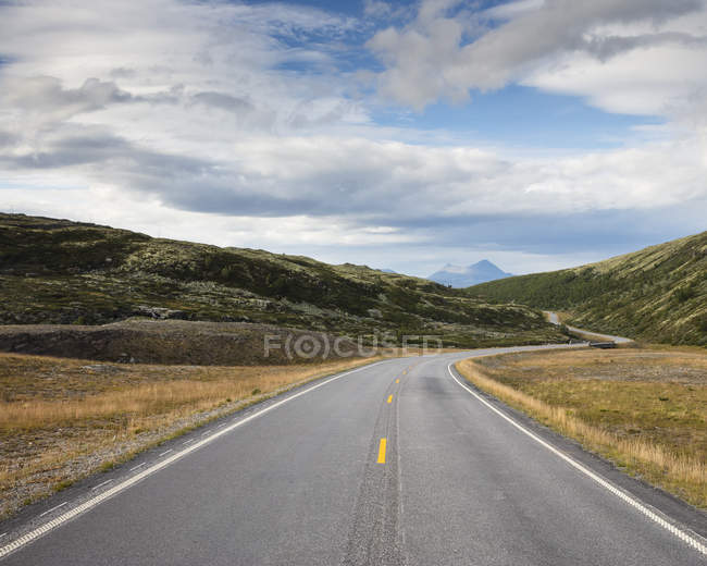 Straße durch den Nationalpark Rondane, Norwegen — Stockfoto