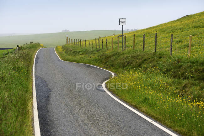 Empty road on Shetland Islands, United Kingdom — Stock Photo