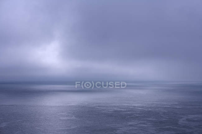 Scenic view of seascape under overcast sky — Stock Photo