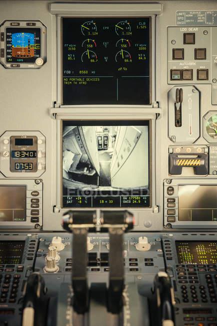 Tela no painel de controle do avião, foco seletivo — Fotografia de Stock