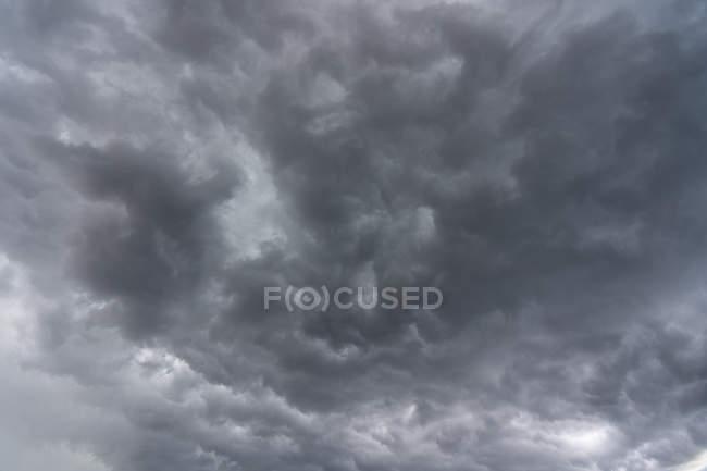 Bedeckter Himmel, selektiver Fokus — Stockfoto