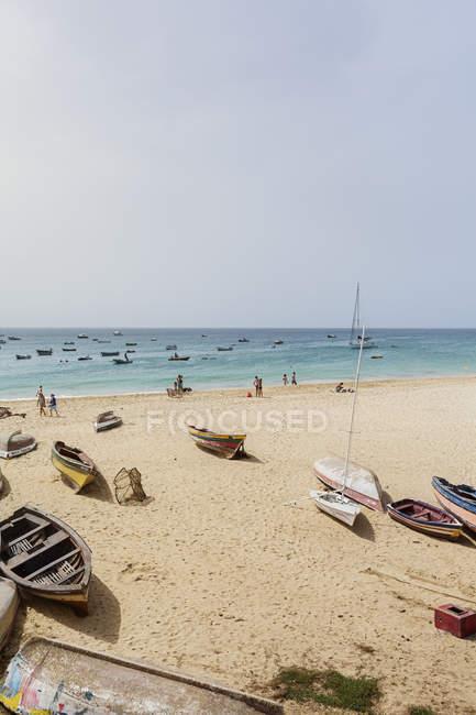 Barche sulla spiaggia in Capo Verde, Africa — Foto stock