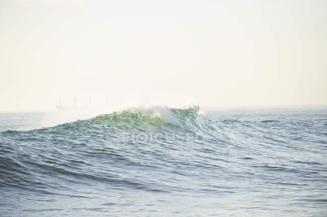 Malerischer Blick auf die Welle im Meer — Stockfoto