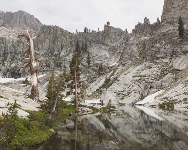 Озеро Пір у національному парку Секвоя (Каліфорнія). — стокове фото