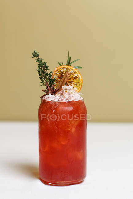 Glass of refreshing herbal drink decorated with cinnamon stick and orange slice — Stock Photo